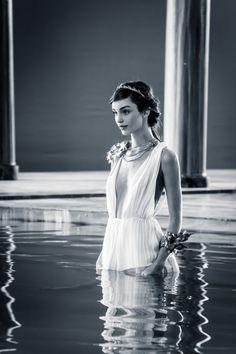 Imagen de paco rabanne, godness, and greek goddess Greek Model, Aphrodite Aesthetic, Luma Grothe, Greek Fashion, Greek Gods And Goddesses, Paco Rabanne, Glamour, Poses, Photography