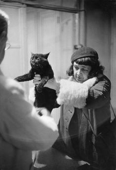 Marc Riboud - Paris, Free hospital for pets, created with the support of… Marc Riboud, Crazy Cat Lady, Crazy Cats, Fotojournalismus, Robert Doisneau, French Photographers, Magnum Photos, Vintage Cat, Photo Black