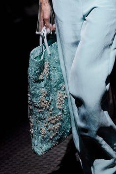 Kenzo Spring 2020 Ready-to-Wear Fashion Show Details: See detail photos for Kenzo Spring 2020 Ready-to-Wear collection. Look 138 Kenzo, Daily Fashion, Fashion Show, Style Fashion, Fashion 2020, Fashion Styles, Fashion Bags, Mens Fashion, Review Fashion