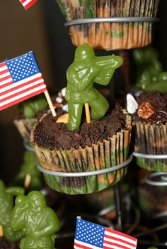 The Red Balloon: Army Cupcakes