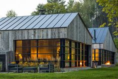 Modern Barn Style Home in Vermont by Birdseye Design Modern Barn House, Modern House Design, Contemporary Design, Contemporary Cabin, Modern Cabins, Design Exterior, Modern Farmhouse Exterior, Farmhouse Design, Future House