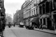 Greek Street, Soho 1932 / LONDON
