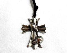 Colar Crucifixo -III- Caveiras