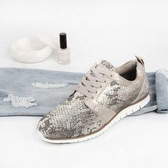 https://www.sooco.nl/bullboxer-d-173002f5s-grijze-lage-sneakers-24436.html