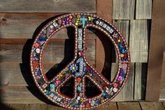 Mosaic Peace Sign Hippie Peace, Hippie Love, Mosaic Wall Art, Mosaic Glass, Peace Sign Art, Peace Signs, Hippy Art, Mosaic Projects, Mosaic Ideas