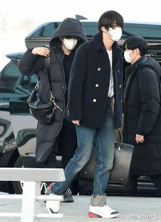 200220 Incheon Airport to US Bts Airport, Airport Style, Airport Fashion, Jin Kim, Bts Jin, Korean K Pop, Incheon, Fashion Days, Off Duty