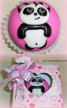 Cupcake con cubierta en pastillaje. Tema Oso Panda