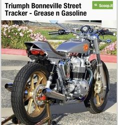 Triumph Bonneville Custom, Triumph 650, Triumph Motorcycles, Street Tracker, Hot Bikes, Classic Bikes, Sun, Naked, Cars