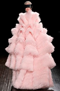 Paris Fashion Week 2012: McQueen: wild but think of the work that is behind this creation!