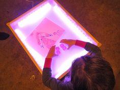 Faites votre propre table lumineuse. | 31 détournements incroyables de meubles IKEA que tous les parents devraient tester