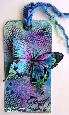 Dit keer vier labels. Bij drie de achtergrond gemaakt van overgebleven inkt op mijn craftsheet en eentje met spons beìnkt. De vlinder en...