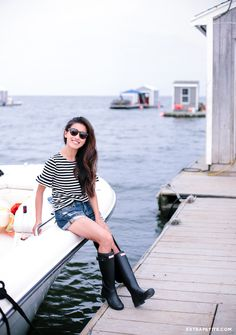 summer casual outfit_black hunter tour boots stripes_extra petite