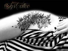 tatouage sur les hanches, cuisse, l'aine, femme, tatou roses et feuillages avec perles, lignes, dotwork et whip shading by lys tttoo, votre tatoueur à Gradignan proche de Bordeaux Villenave D'ornon et Mérignac en Gironde, un salon de tatouage avec une hygiène irréprochable, accès direct depuis bassin d'Arcachon retrouvez notre travail sur www.lystattoo.com ou www.facebook.com/lystattoo