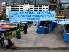 Vista de las Alasitas, fiesta de miniaturas y abundancia reunidas en el Equeko en La Paz - Bolivia
