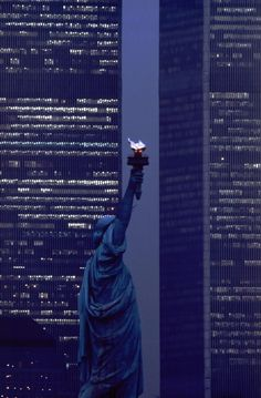 RedditPics - Statue of Liberty and World Trade Towers, 1986. Description from…
