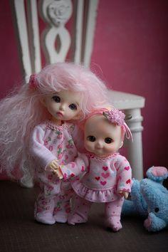 Lydia welcomes home the baby!  #pukifee #soom #nappychoo #spampy