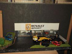 Ma trouvaille sur @eBay ! http://r.ebay.com/UnFCom  OBJET UNIQUE GARAGE RENAULT  avec voitures et personnages  création artisanale   échelle  1/43 si vous avez des questions n'hésitez pas a demander  idem pour des photos supplémentaires Largeur44cm    Longueur60cm