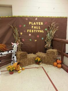 Diy Fall Photo Booth Backdrop For Halloween Or