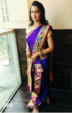 Indian Wedding Photos, Indian Bridal Outfits, Indian Wedding Photography, Indian Dresses, Wedding Pics, Bridal Poses, Bridal Photoshoot, Bridal Silk Saree, Saree Wedding