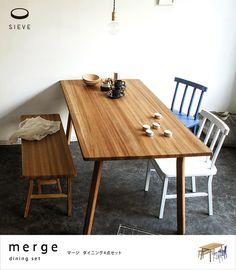 オーク無垢材の表情が楽しめる、やさしい雰囲気のダイニング「merge(マージ)」。チェアー2脚とベンチ1脚の4点セットです。テーブルは選べる2サイズから。