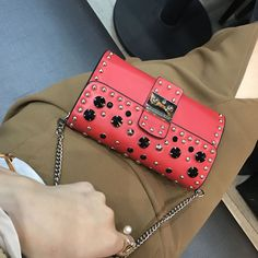 2017 New Women Messenger Bags Fashion PU Leather Party Clutch Lady Chains Handbag Diamonds Rivets Shoulder Bag Cell Phone Pocket
