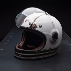 Cafe Racer Helmet, Cafe Racer Motorcycle, Motorcycle Outfit, Motorcycle Accessories, Retro Helmet, Full Face Motorcycle Helmets, Vintage Helmet, Motorcycle Types, Motorbike Parts