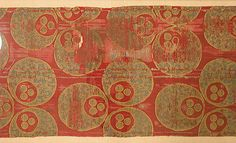 Textile with large Chintamani design, Turkey, 16th century