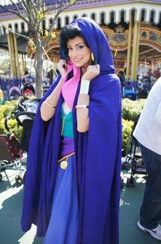 Disney Cosplay at its best! Sora at Disney World! Disney Cosplay, Princesse Walt Disney, Princesa Disney, Esmeralda Disney, Disney Characters Costumes, Disney World Characters, Costume Esmeralda, Esmeralda Halloween, Disney Cast