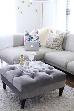 If you& been looking for a spring home update on a budget, these tips are for you! 5 Coffee Table Styling Tricks to Refresh Your Living Room - HOUSE of HARPER My Living Room, Apartment Living, Home And Living, Living Room Furniture, Living Room Decor, Corner Sofa Living Room, Living Spaces, Baker Furniture, Rv Living