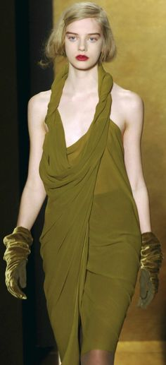 Donna Karan at New York Fashion Week Fall 2008 - Runway Photos Green Fashion, Colorful Fashion, Couture Fashion, Runway Fashion, Fashion Tips, Dona Karan, Olives, Olive Green Dresses, Frou Frou