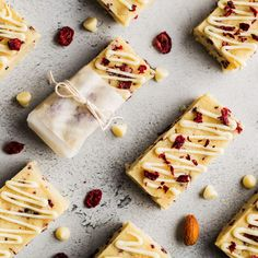 Low Carb Protein Bars, Protein Bar Recipes, Baking Recipes, Keto Recipes, Chocolate Protein Bars, No Bake Bars, Baked Chips, White Chocolate, Food And Drink