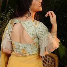 It's wedding season already so put on your lehenga and get ready to start this new year with a bang. Check out the most trendy and stylish blouse designs that you can totally take inspiration from. Indian Blouse Designs, Simple Blouse Designs, Blouse Back Neck Designs, Stylish Blouse Design, Bridal Blouse Designs, Latest Blouse Designs, Blouse Designs For Saree, Blouse Styles, Latest Blouse Patterns