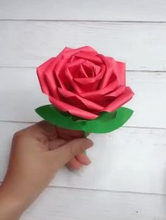 Paper Flowers Craft, Paper Crafts Origami, Paper Crafts For Kids, Flower Crafts, Diy Paper, Paper Flower Patterns, Fabric Patterns, Diy Crafts Hacks, Diy Crafts For Gifts