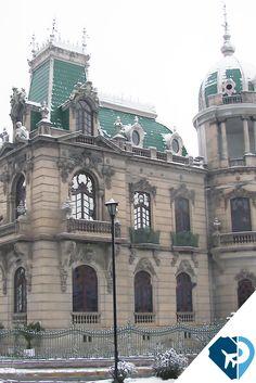 Cualquiera que no ha viajado por México y vea esta foto no pensaría que es México sino que se trata de algún lugar o edificio de Europa. Pero se trata de Bolivar, Chihuahua