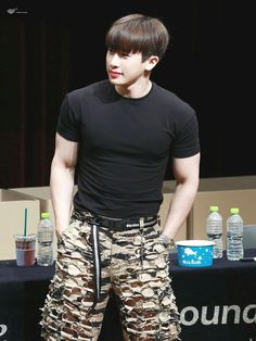 oh no wait he's sexy. gosh Wonho you ruined my life Hyungwon, Kihyun, Jooheon, Shownu, Wonho Abs, Korean Boys Ulzzang, Korean Men, Asian Men, Hoseok