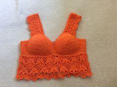 Cropped laranja em crochê