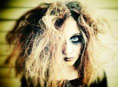 Zombie girl Zombie Hair, Zombie Makeup, Halloween Makeup, Halloween Party, Zombie Pics, Zombies Run, Walking Dead, Autumn Fashion, Stylish