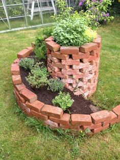 Great Totally Free Raised Garden Beds with cinder blocks Style Guaranteed, that's an unusual headline. Yet indeed, if When i first created my own raised garden beds I only u. Garden Yard Ideas, Easy Garden, Garden Beds, Garden Projects, Garden Plants, Small Gardens, Outdoor Gardens, Brick Garden, Garden Cottage