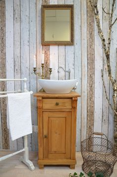 Tiny Bathrooms, Vintage Bathrooms, Rustic Bathrooms, Small Bathroom, Garage Bathroom, Downstairs Bathroom, Bathroom Styling, Bathroom Interior Design, Ideas Baños
