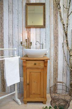 Tiny Bathrooms, Vintage Bathrooms, Rustic Bathrooms, Small Bathroom, Bathroom Interior Design, Bathroom Styling, Ideas Baños, Wc Design, Huge Shower