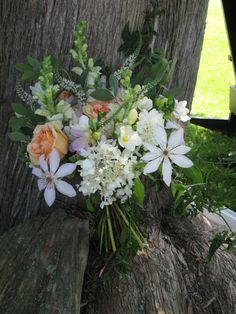 Vermont wedding flowers at Grand Isle Lake House #gardenstylebouquet #floralartistry