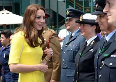 The Duchess of Cambridge meets ball boys and girls at #Wimbledon via @PA