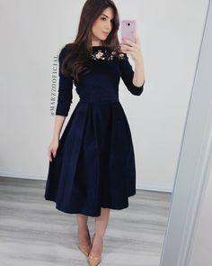 ✨Vestido em Veludo Cotelê com Bordado✨ ⠀⠀ ⠀ ●Tecid Evening Dresses, Prom Dresses, Wedding Dresses, Classy Dress, Modest Fashion, Going Out, Formal, Outfits, Clothes