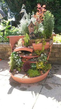 Charming Fairy Garden Ideas with Broken Pots - Unique Balcony & Garden Decoratio. Charming Fairy G Broken Pot Garden, Fairy Garden Pots, Garden Terrarium, Fairy Garden Houses, Garden Art, Balcony Garden, Fairies Garden, Garden Crafts, Garden Projects