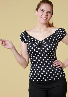 Dolores Black Polka Top, a vintage inspired top with black and white polka dot pattern, gypsy sleeves and sweetheart neckline. Perfect with highwaisted pants and skirts!   Get it now: https://www.misswindyshop.com/collections/paidat-topit/products/dolores-black-polka-top-toppi