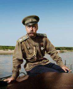 Por: Renato Drummond Tapioca Neto Antes de serem movidos para a casa Ipatiev (Ekaterimburgo), em abril de 1918, o czar deposto Nicolau II e sua família deixaram nos porões da casa do Governador, em…