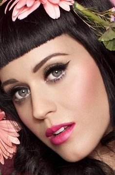 Katy Perry black liquid liner, pink lips #makeup #beauty #cosmetics