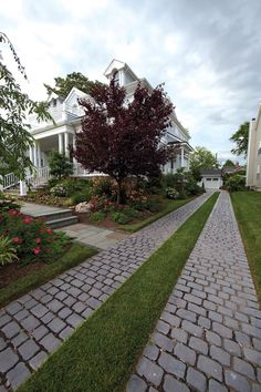 Tips for Designing a Driveway with Our Pavers Driveway Entrance Landscaping, Permeable Driveway, Driveway Design, Front Walkway, Backyard Landscaping, Driveways, Driveway Ideas, House Front, Landscape Design