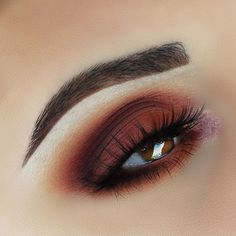 10 Gorgeous Thanksgiving Eye Makeup Looks You Need To Copy If you are looking for a little inspiration, check out these 10 gorgeous Thanksgiving eye make up looks that you will totally want to copy. Eye Makeup Tips, Smokey Eye Makeup, Makeup Goals, Skin Makeup, Matte Makeup, Matte Eyeshadow, Eyebrow Makeup, Makeup Eyeshadow, Eyeshadow Palette