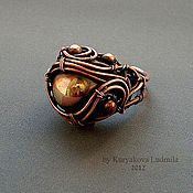 The copper ring made entirely by hand without the use of solder and heat, are decorated with copper beads, the central bead of brass product, patinate. Wire Jewelry Rings, Copper Jewelry, Jewelery, Copper Rings, Silver Rings, Jewelry Boards, Wire Wrapped Rings, Wire Weaving, Jewelry Crafts